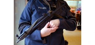 Bundespolizist mit MP5